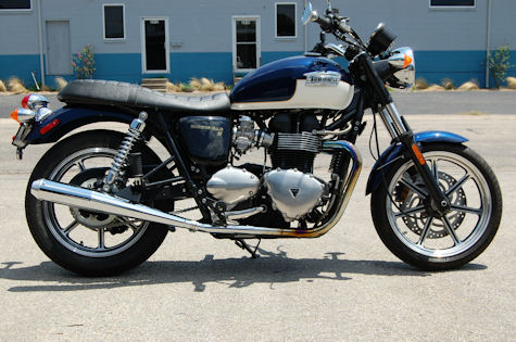 Slip on show and go chrome megaphones from D&D Performance Exhaust for the Triumph Bonneville SE